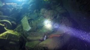 Video: Duikers verkennen schip dat 28 jaar geleden zonk met 690 passagiers aan boord