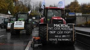 Franse boeren demonstreren voor betere beloning, wegen rond Parijs vast