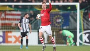 Tiental AZ plaatst zich na sterke slotfase voor volgende ronde Europa League