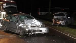 Twee bestuurders raken ernstig gewond bij zwaar ongeluk bij Nederlandse grens