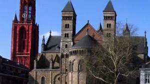 Ook kerk Epen rood aangelicht in kader Red Wednesday