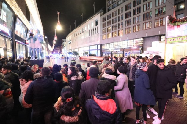 Drie tieners gewond bij steekpartij in Haagse winkelstraat: 'Ik dacht echt dat ik dood ging'