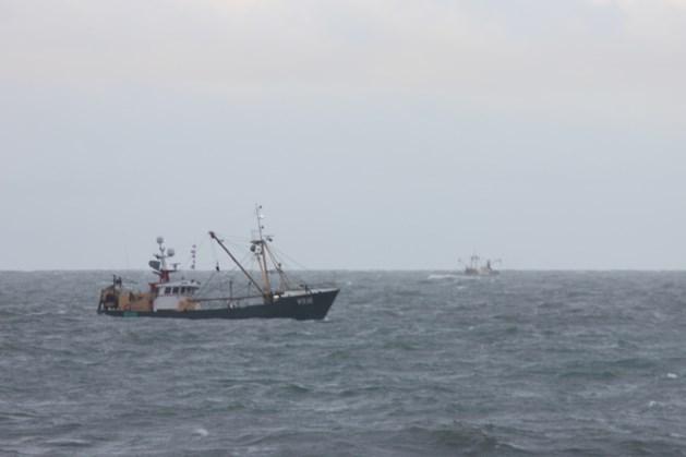 Zoeken naar opvarenden viskotter zondag verder