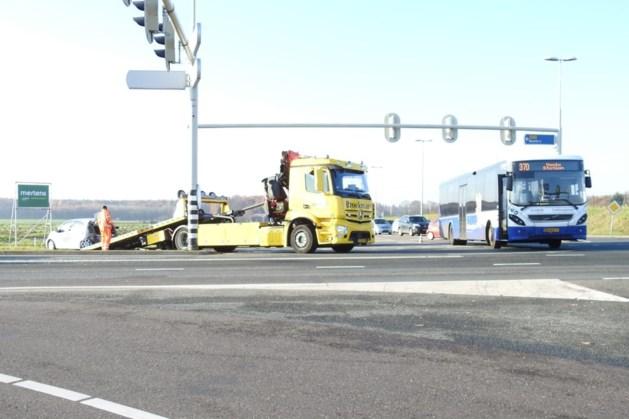 Automobilist naar ziekenhuis na botsing met lijnbus