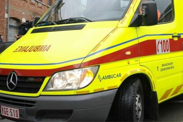 Chauffeur van busje verliest controle: twee doden en meerdere gewonden