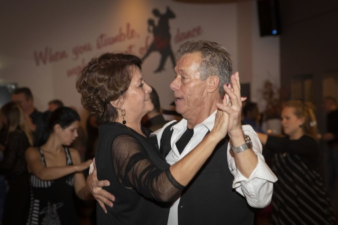 Salsa Club Weert stopt: 'Inmiddels kun je op iedere hoek van de straat salsadansen.'