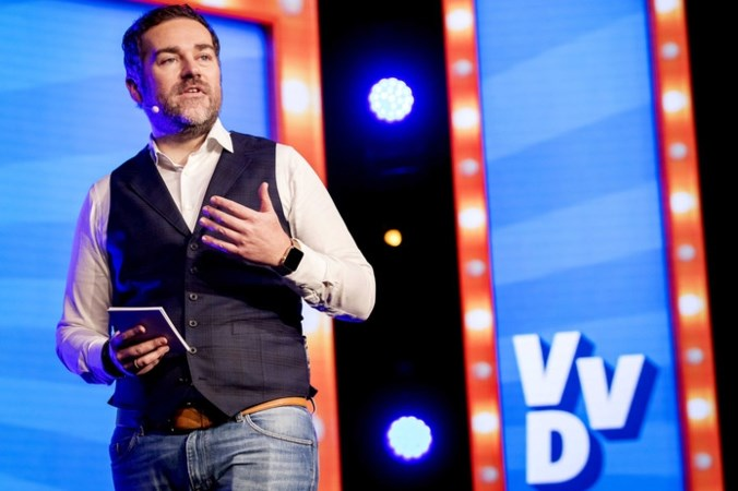 VVD zakt verder weg door wachtgeldkwestie Dijkhoff
