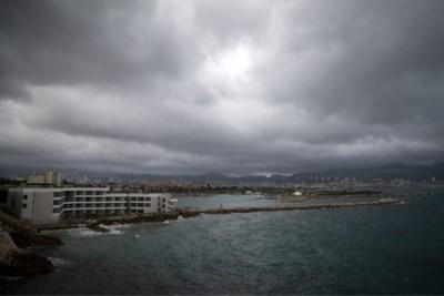 Dodental noodweer Frankrijk stijgt; helikopter met reddingswerkers stort neer