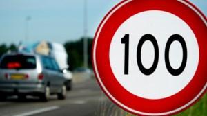 Snelheidsverlaging op snelwegen moet half maart ingaan