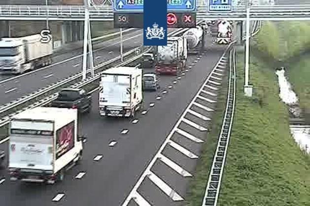 Spoedreparatie en vrachtwagen met pech zorgen voor verkeershinder op Limburgse wegen