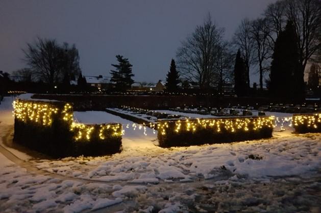 Wereldlichtjesdag voor overledenen op kerkhof Tegelen