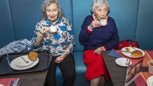 Studenten ontbijten met ouderen tegen de eenzaamheid: 'Ik heb steeds minder mensen om me heen'