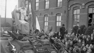 Video: De lieve goede Sint komt met de tank