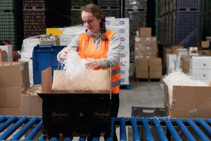 Kijken bij de kerstpakkettenleverancier: 'Het kerstpakket is heilig, het is het schouderklopje van de baas'