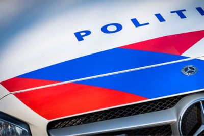 Bizarre achtervolging: politie pakt chauffeur op die al rijdend en filmend lachgas gebruikt