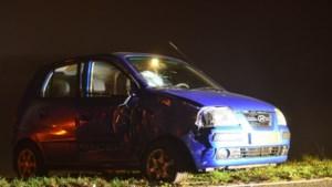 Auto botst tegen vrachtwagen in Nederweert: automobiliste gewond
