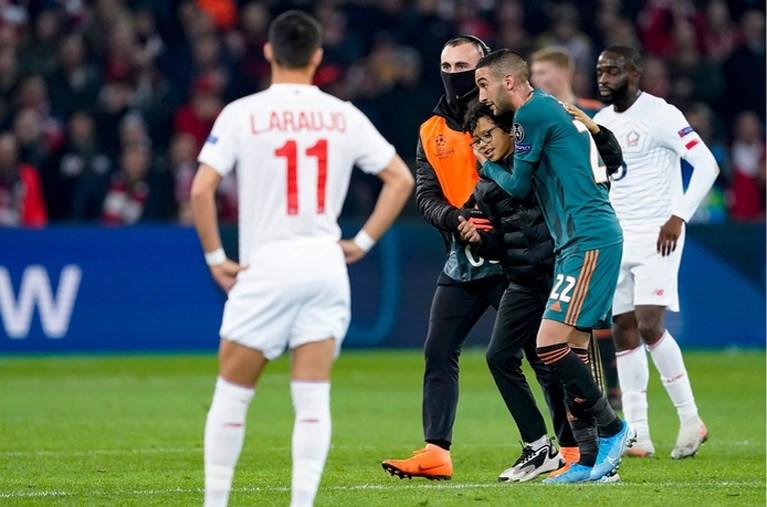 'Veldbestormer' Lille-Ajax zet shirt Ziyech meteen te koop (of niet?)