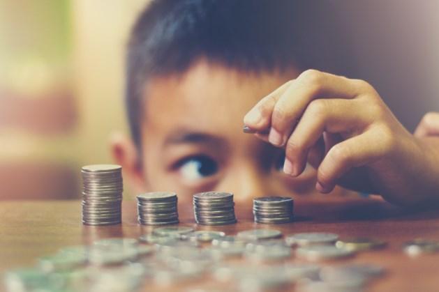 'Leer schoolkinderen hoe ze moeten omgaan met geld'