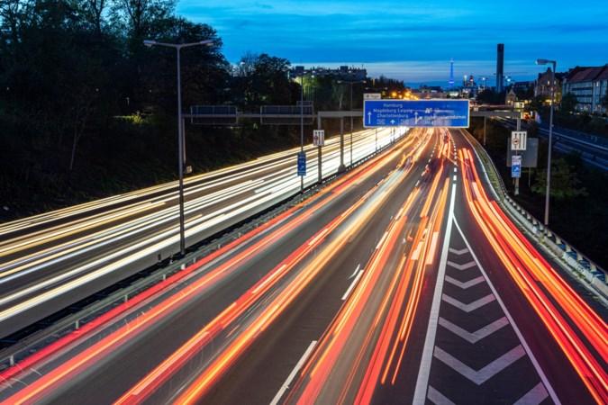 Heibel in autoland: Duitsers schrikken van discussie over hogere benzineprijs en lagere maximumsnelheid