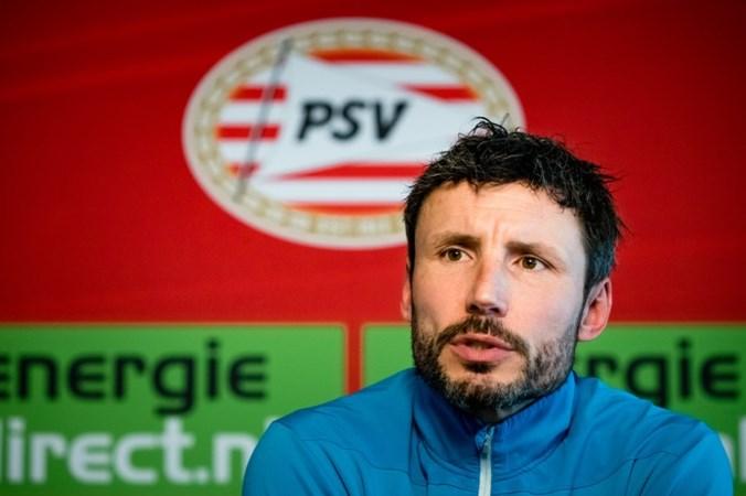Van Bommel voelt geen zwaard boven zich bij PSV: 'De situatie is duidelijk, wij móéten winnen'