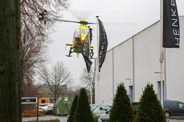 Man valt van dak bij bedrijf in Weert, traumahelikopter opgeroepen
