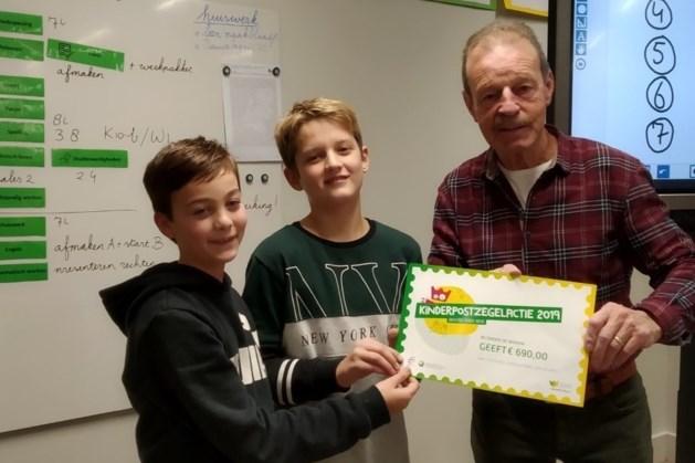 Leerlingen basisschool Onder de Wieken doneren aan Stichting Leergeld