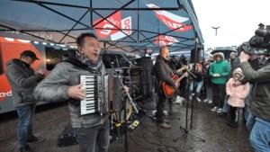 Wendy trotseert kou en regen om Rowwen Hèze te zien en 25 keer te stemmen voor Top 2000