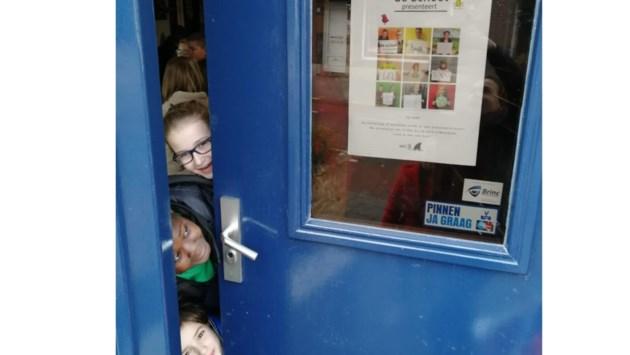 Leerlingen van De School Maasbree delen kennis over plastic