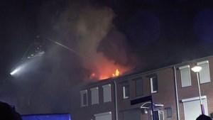 Video: Zolderverdieping gaat in vlammen op bij woningbrand in Kerkrade