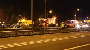 Zeven auto's en vrachtwagen betrokken bij kettingbotsing op A2: een persoon gewond