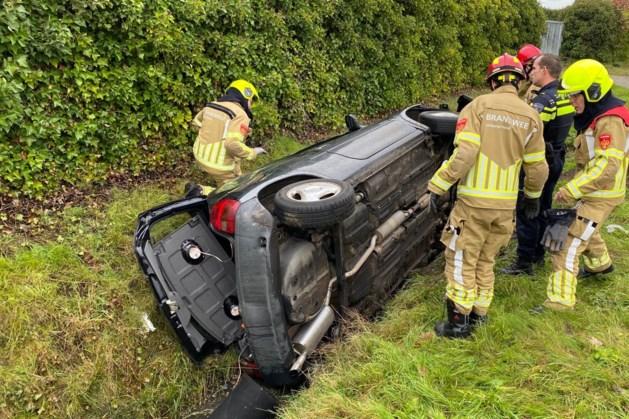 Auto in de sloot: bestuurder ongedeerd