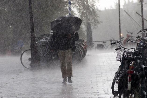 Onstuimig herfstweer in Nederland door storm Atiyah