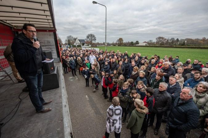 Honderden mensen bij actie voor school tussen Obbicht en Grevenbicht