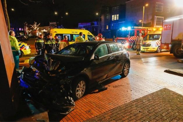 Vier gewonden na botsing tegen kunstwerk: lachgas gevonden in auto