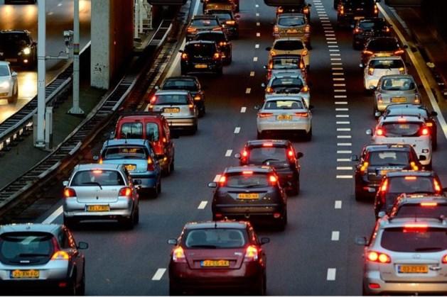 Kilometerslange file op A2 door ongeval tijdens ochtendspits