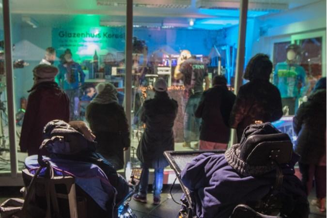 Cliënten Koraal Op de Bies in Landgraaf laten zich voor vijfde keer opsluiten in Glazen Huis