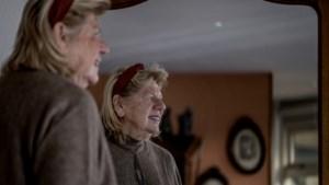 Supercollectante Lily (84) blijft ondanks tegenslag zakjes van liefde geven tegen kanker