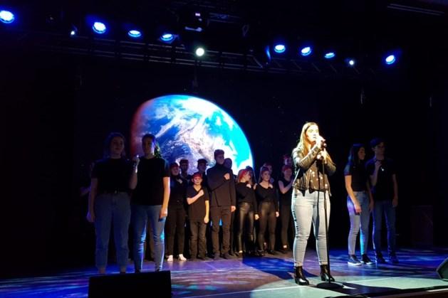 Honderdvijftig man in touw voor schoolcabaret Sophianum