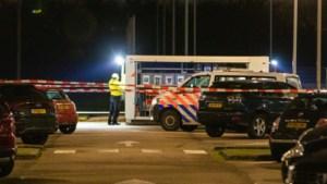 Crimineel doodgeschoten terwijl 4-jarig kind op de achterbank zat