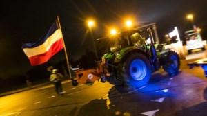Boeren op tractors maken Amsterdam wakker