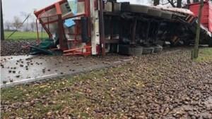 Vrachtwagen met aardappelen gekanteld: weg weer open