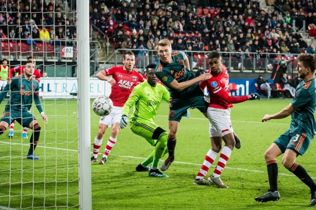 Ajax-verdediger Schuurs baalt van treffer AZ