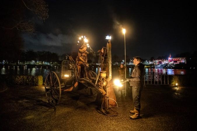 Vuur, licht en een leger kerstmannen: Brunssum geniet intens van Feest der Verwondering