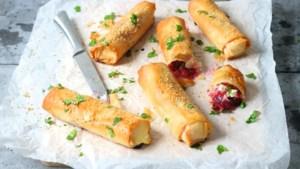 Maak eens een kerstsnack met fetakaas en cranberry compote