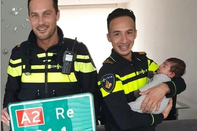 'A2-baby' krijgt hectometerpaal en politieromper cadeau
