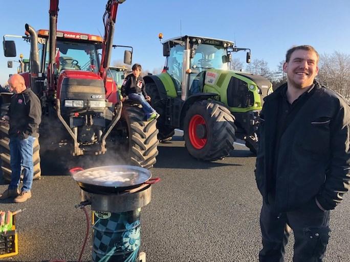 Teruglezen| Protestende boeren en bouwers zorgen voor chaos op Limburgse wegen