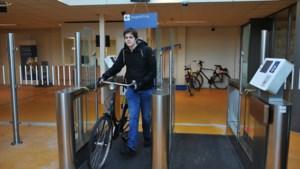 Selfservice fietsenstalling op station Venlo: eerste dag bewaakt parkeren gratis