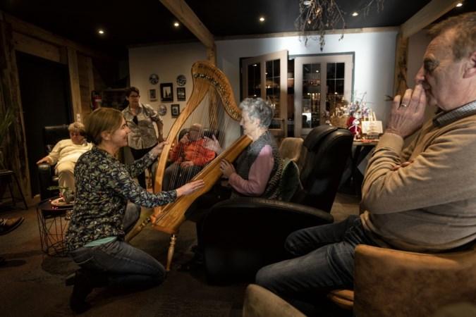 De harp als therapeutisch instrument voor iedereen: 'Er komen altijd mooie, zuivere klanken uit'