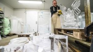 Limburgse winnaar NK icecarving zaagt in twee uur een kunstwerk uit een blok ijs