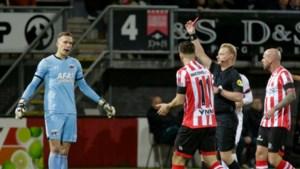 AZ-doelman Bizot krijgt rood in 'recordduel'